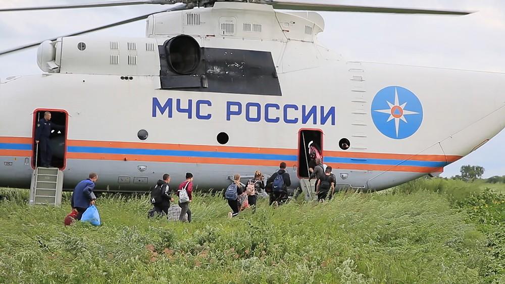 Эвакуация жителей вертолетом МЧС