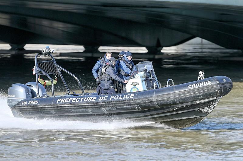 Катер полиции Франции