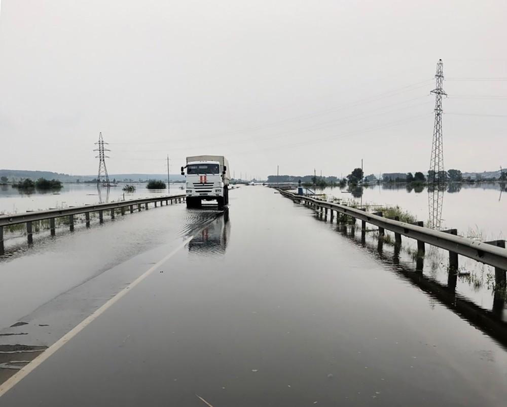 Спасатели МЧС России работают в зоне паводка