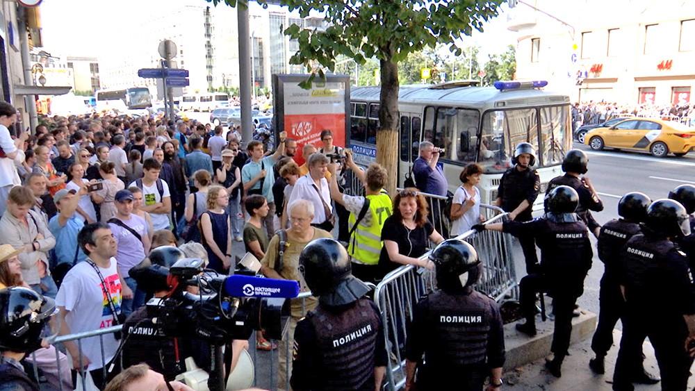 Полиция работает на месте несогласованного митинга