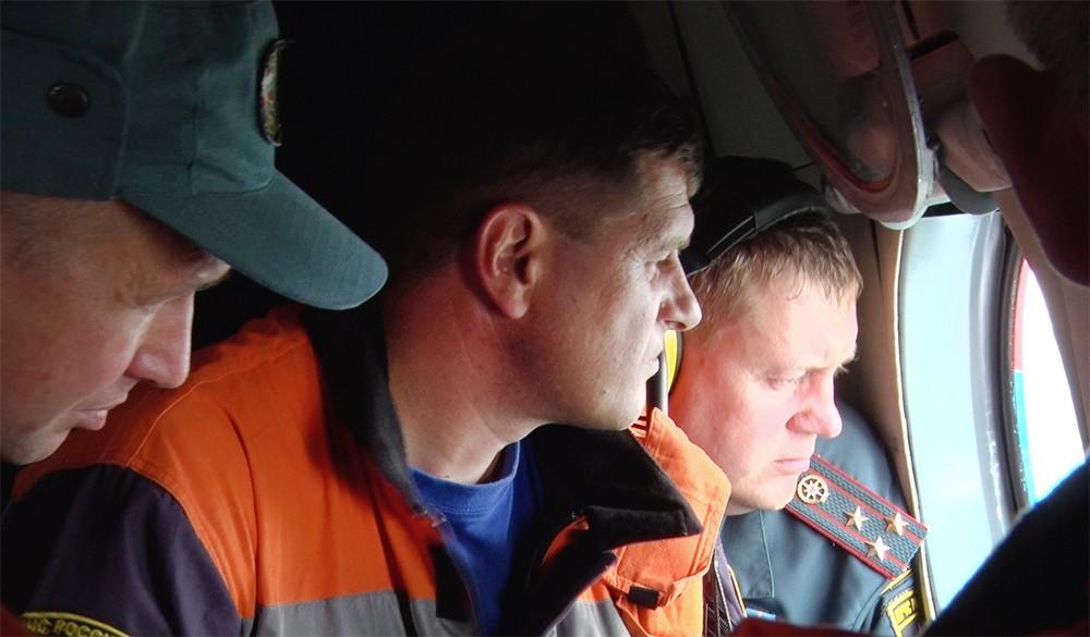 Спасатели МЧС в зоне лесных пожаров