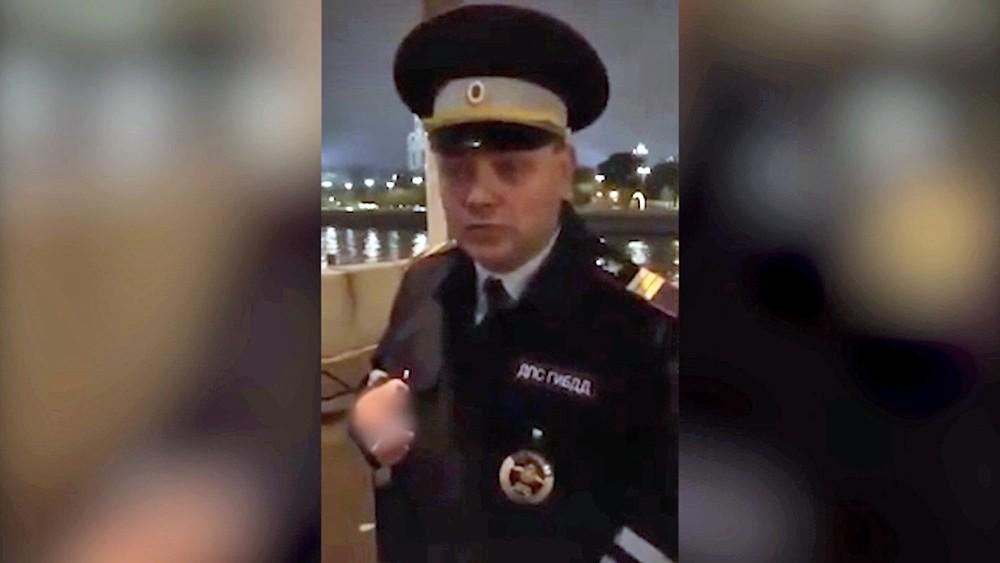 """Актер театра """"Современник"""" Дмитрий Смолев в форме инспектора ДПС"""