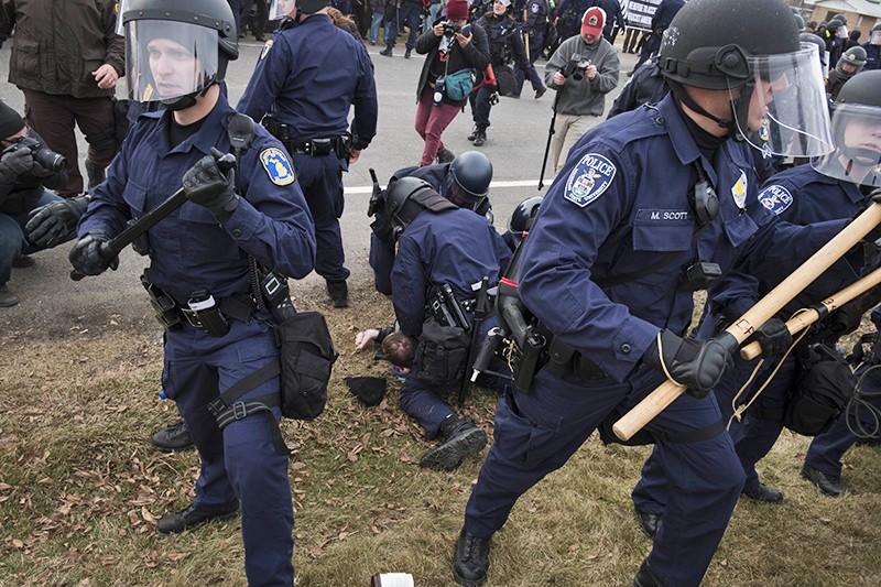 Полиция США задерживает митингующих