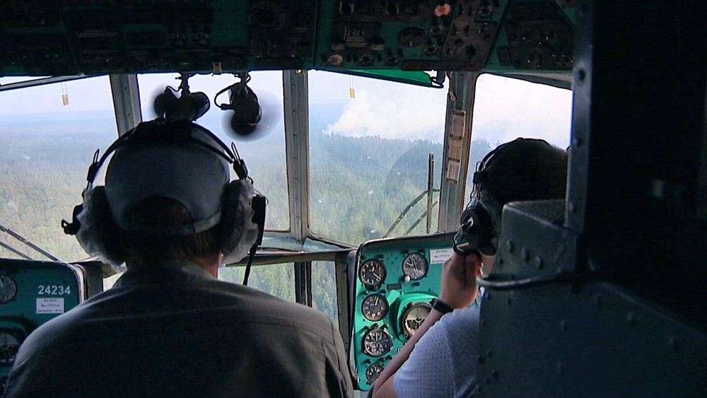 Спасатели МЧС следят за распространением лесных пожаров