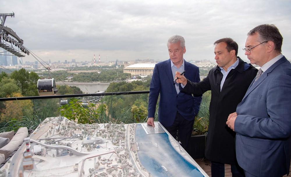 Сергей Собянин осмотрел строительство спорткомплекса для зимних видов спорта на Воробьевых горах