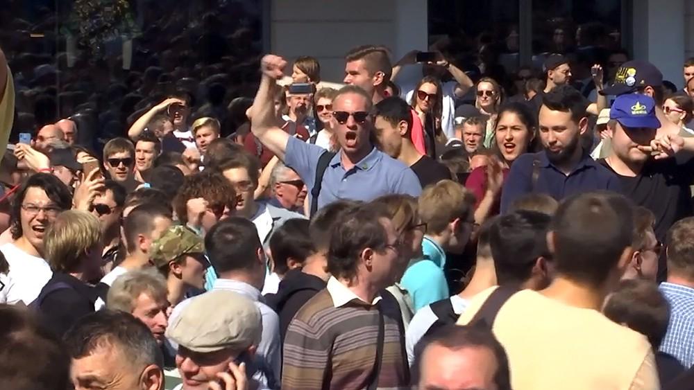 Уличные протесты во время митинга в Москве