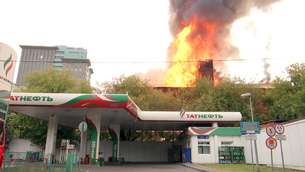Пожар возле АЗС