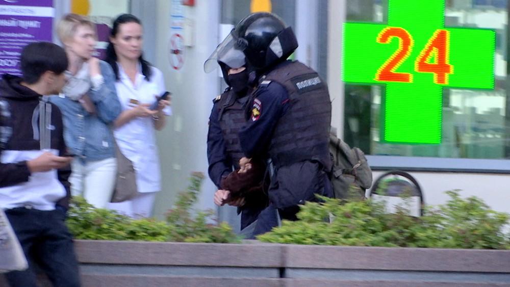 Полиция проводит задержания на месте несогласованного митинга