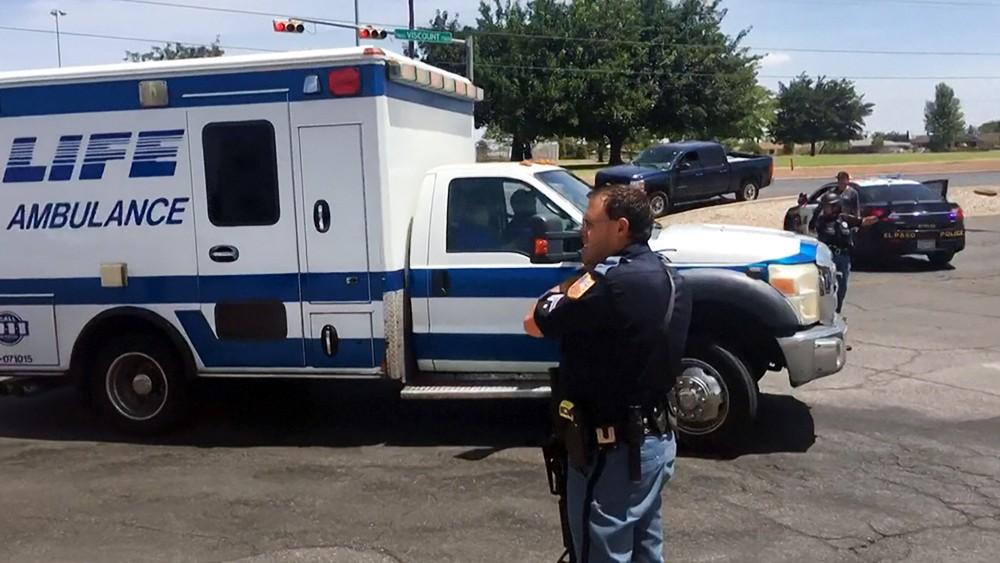 Полиция США и скорая помощь на месте происшествия