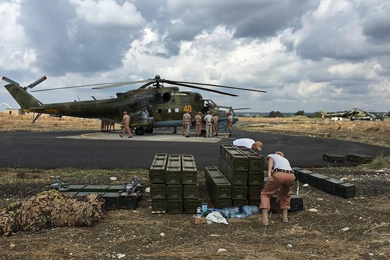"Вертолеты Ми-24 ВКС России на авиабазе ""Хмеймим"" в Сирии"