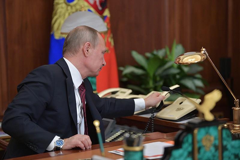 Владимир Путин после телефонного разговора