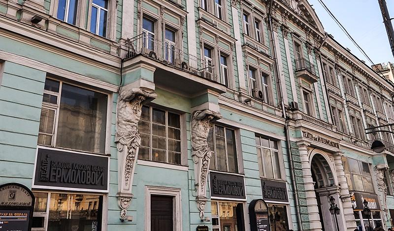 Атланты на здании Московского драматического театра имени М.Н. Ермоловой