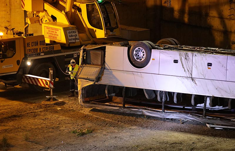 На месте дорожно-транспортного происшествия с участием экскурсионного автобуса