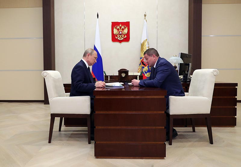 Владимир Путин и губернатор Волгоградской области Андрей Бочаров