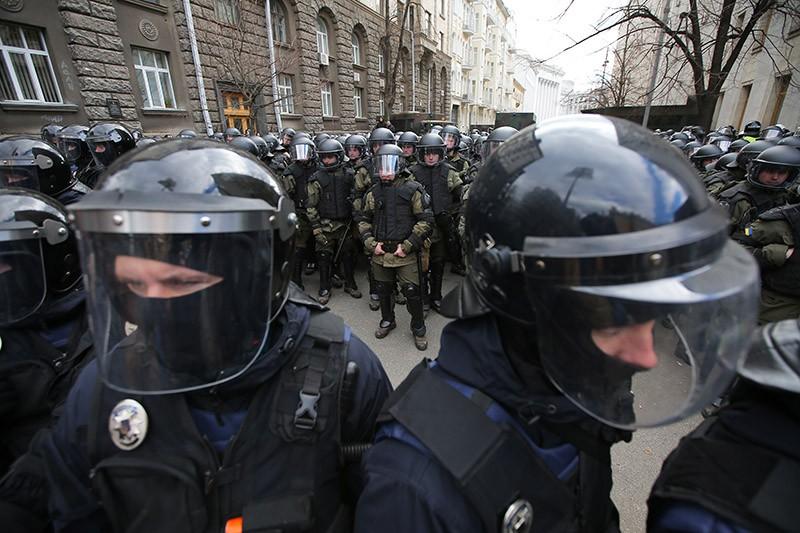Сотрудники правоохранительных органов Украины