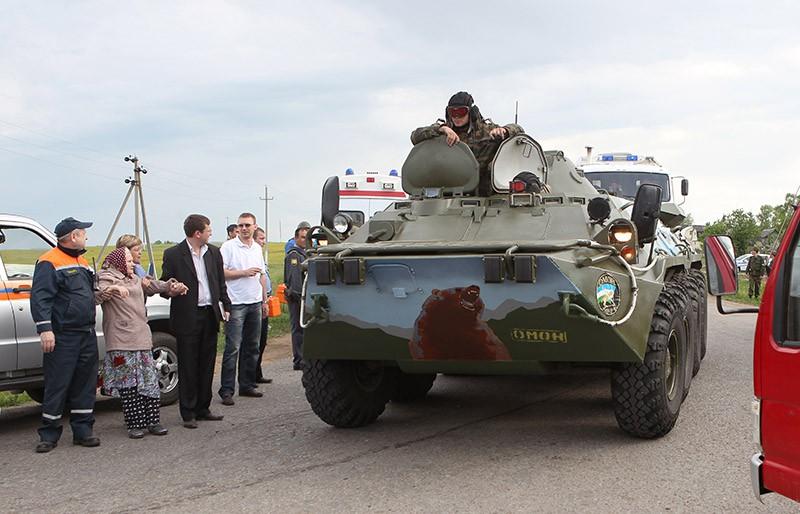 Колонна военной техники направляется на ликвидацию пожара