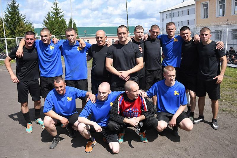 Футбольный матч с участием А. Кокорина и П. Мамаева в колонии