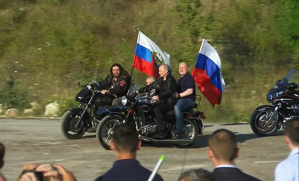 Путин на мотоцикле приехал на открытие байк-шоу