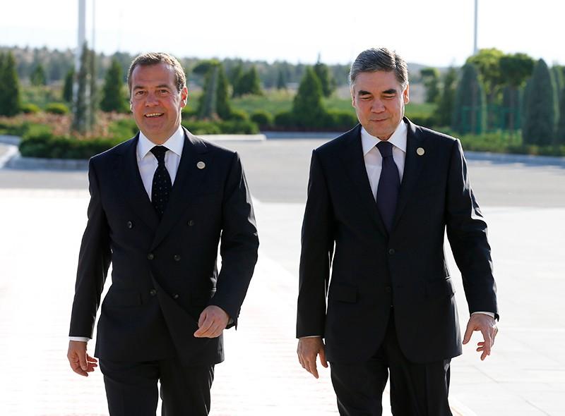 Председатель правительства РФ Дмитрий Медведев и президент, председатель кабинета министров Туркмении Гурбангулы Бердымухамедов