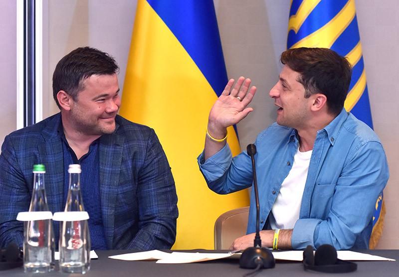 Президент Украины Владимир Зеленский (справа) и руководитель администрации президента Украины Андрей Богдан