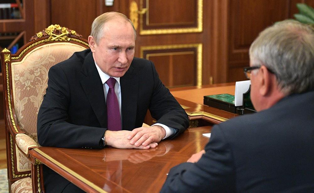 Владимир Путин и Андрей Костин