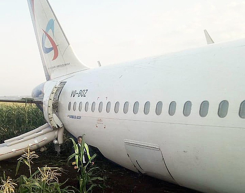 Аварийная посадка А321 в поле