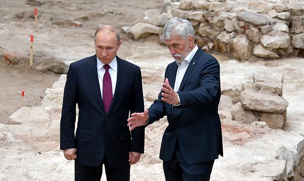 Владимир Путин ознакомился с археологическими раскопками в Кремле