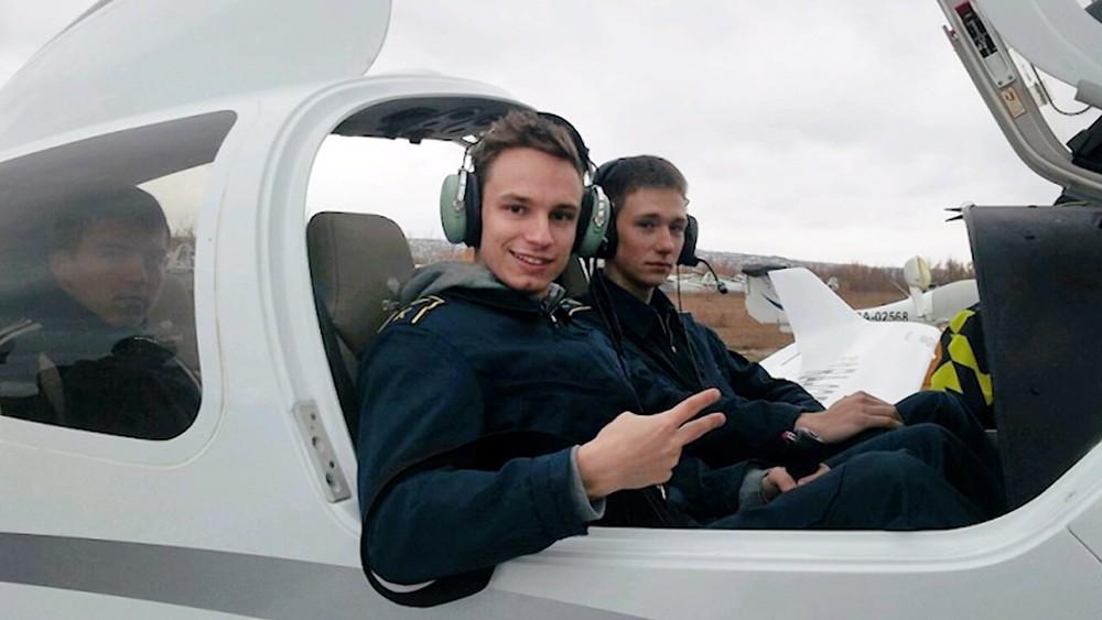 Второй пилот самолета Airbus А321 Георгий Мурзин