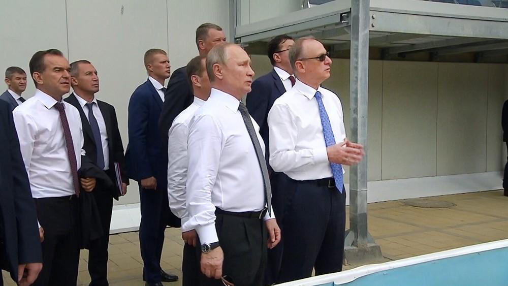 Владимир Путин посетил волейбольный центр