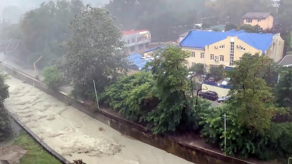 Последствия сильного ливня в Сочи