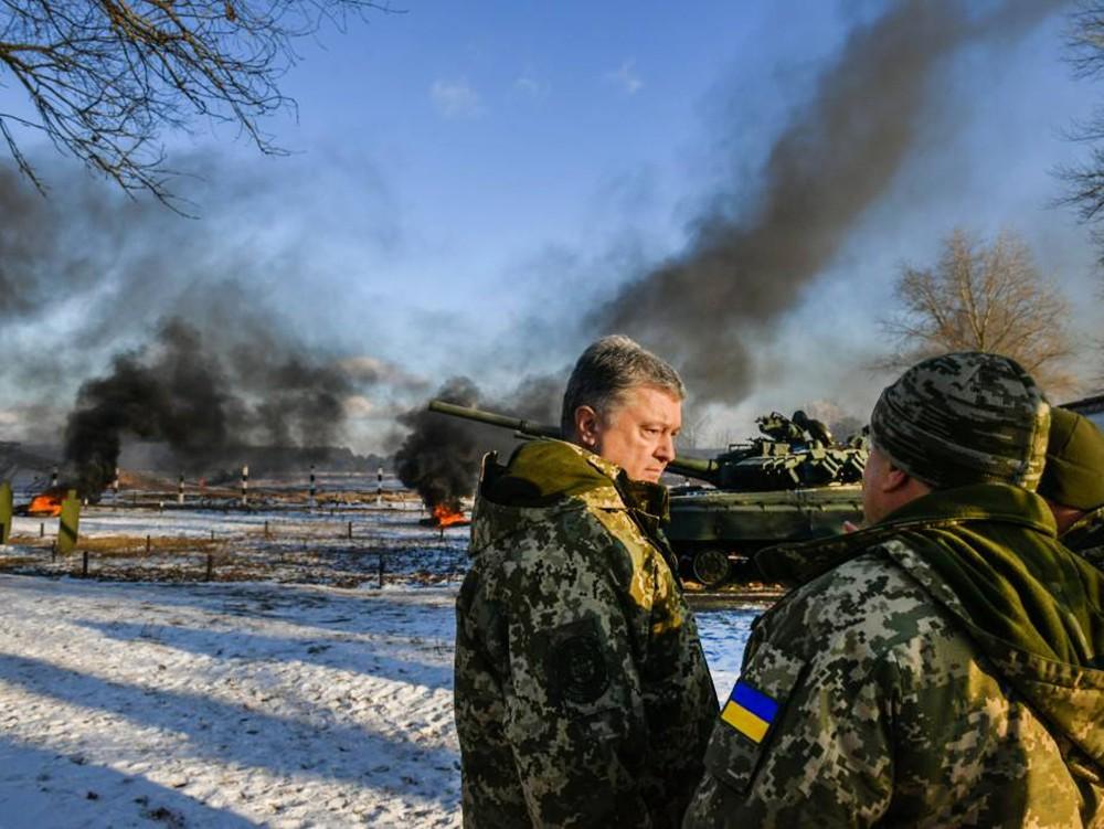 Пётр Порошенко и украинские военные
