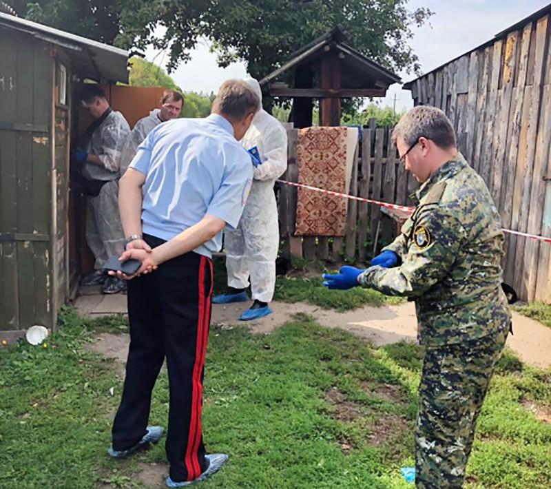 Следственные действия на месте убийства семьи в Ульяновской области