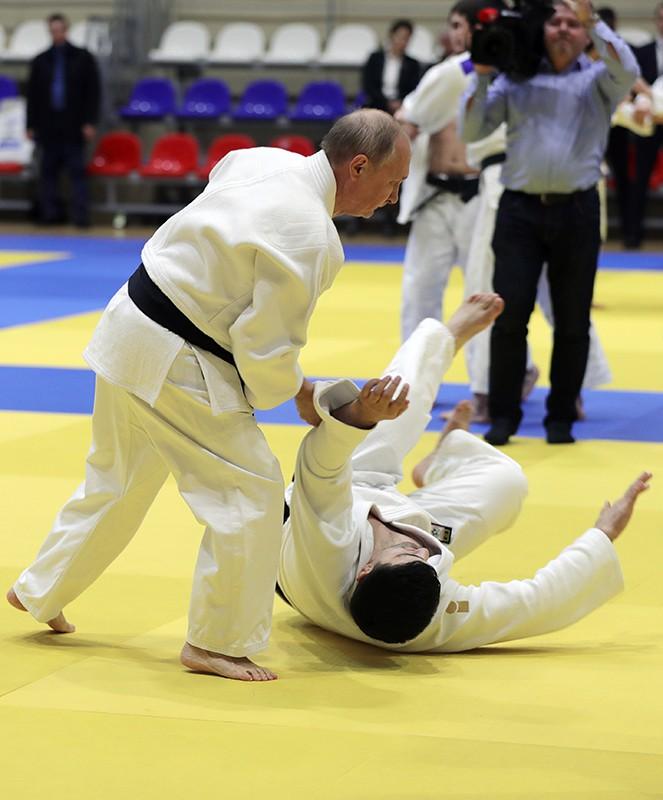 Владимир Путин во время тренировки по дзюдо