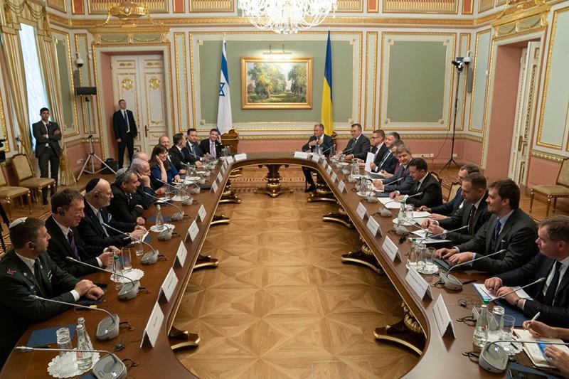 Владимир Зеленский и Биньямин Нетаньяху во время переговоров