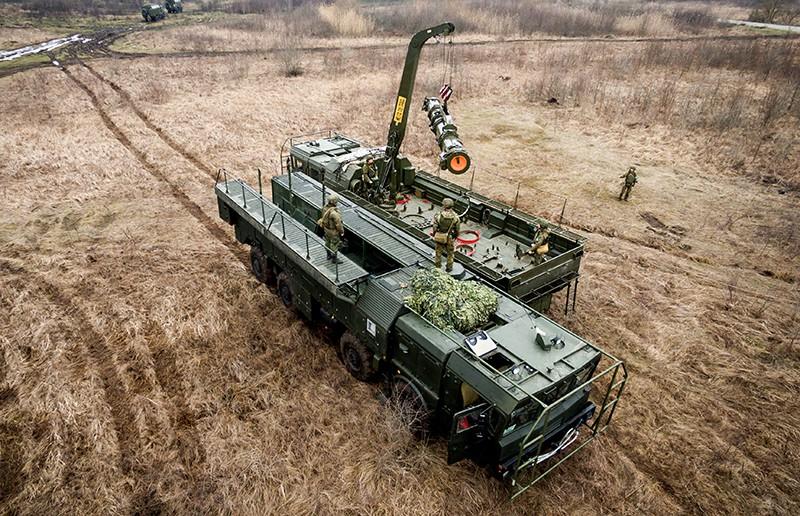 """Военнослужащие во время учений ОТРК """"Искандер-М"""""""