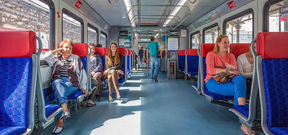 """Пассажиры в салоне поезда """"Иволга"""""""