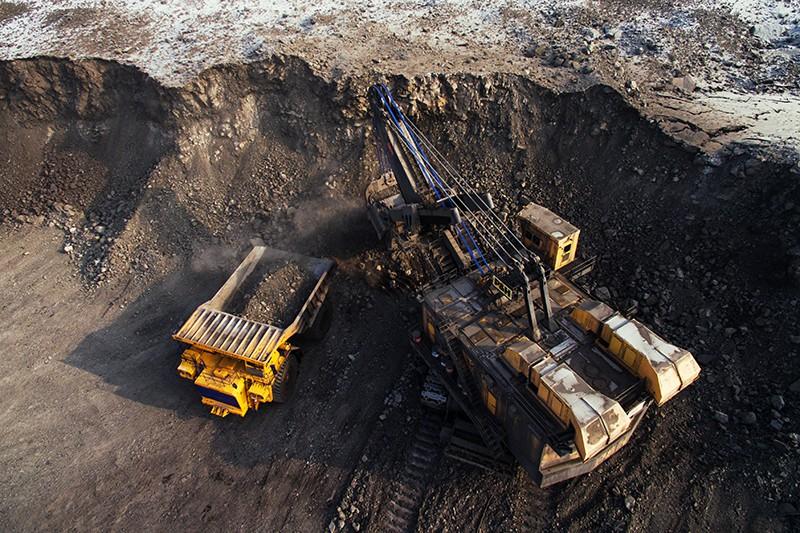 Добыча угля в Кедровском угольном разрезе в Кемерово