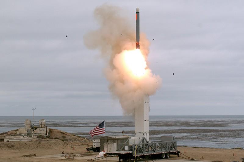 Испытательный запуск крылатой ракеты наземного базирования в США