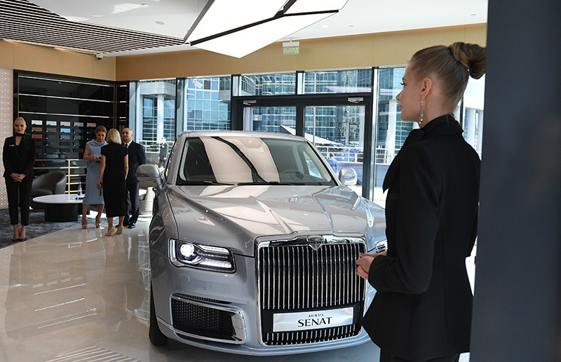 Автомобиль Aurus Senat в первом шоуруме по коммерческим продажам