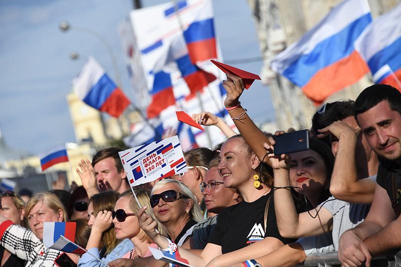 Зрители на митинге-концерте на проспекте Сахарова в Москве