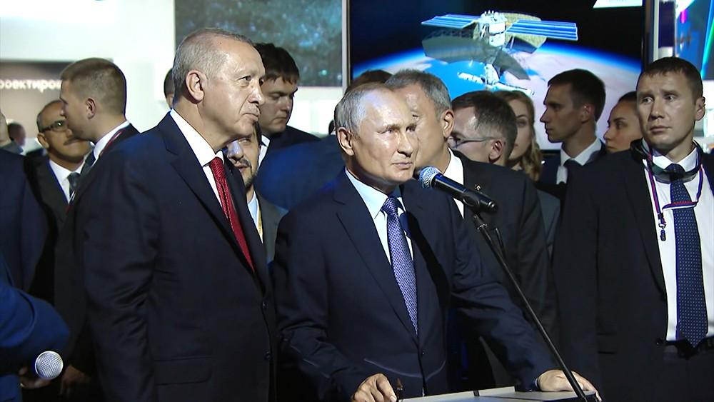 Владимир Путин и Реджеп Тайип Эрдоган общаются с экипажем МКС
