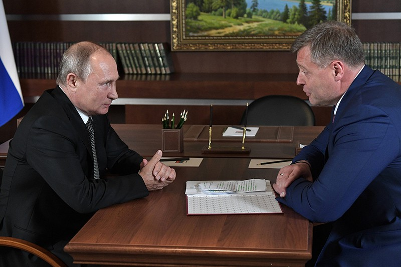 Президент РФ Владимир Путин и временно исполняющий обязанности губернатора Астраханской области Игорь Бабушкин