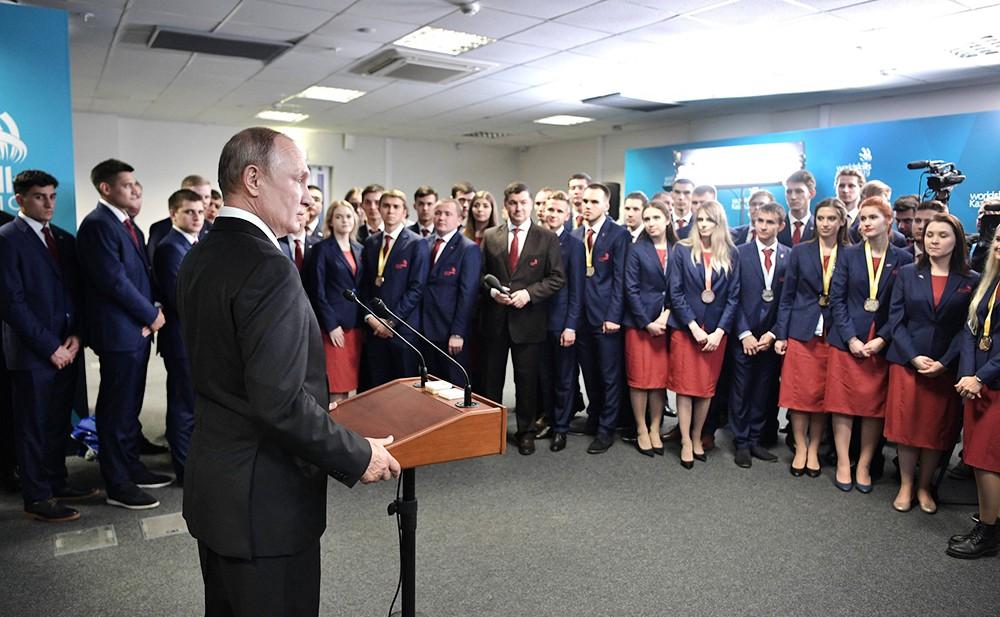 Владимир Путин встретился с членами российской сборной по профессиональному мастерству по стандартам WorldSkills
