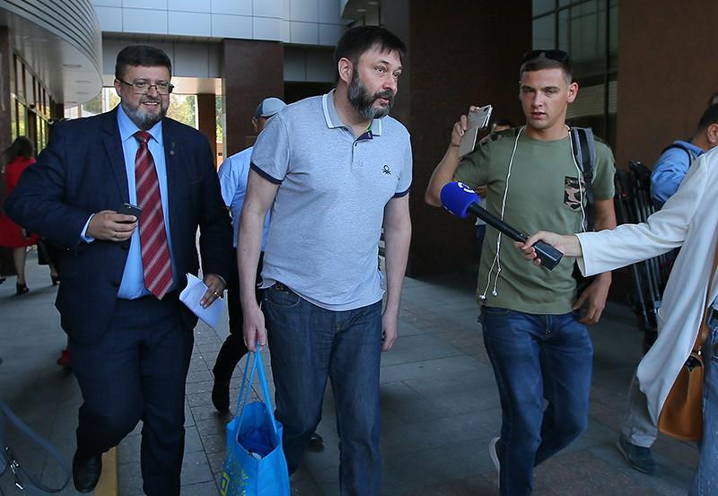 Кирилл Вышинский у здания апелляционного суда Киева