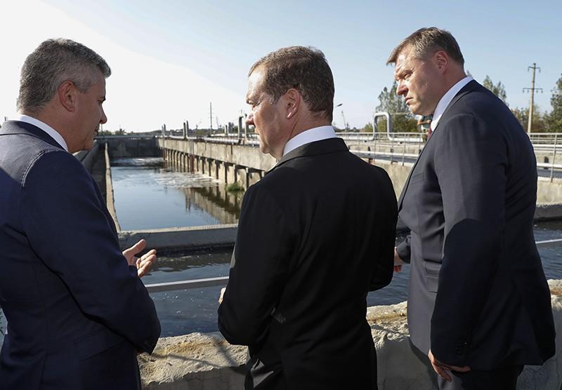 Дмитрий Медведев во время посещения комплексных очистных сооружений