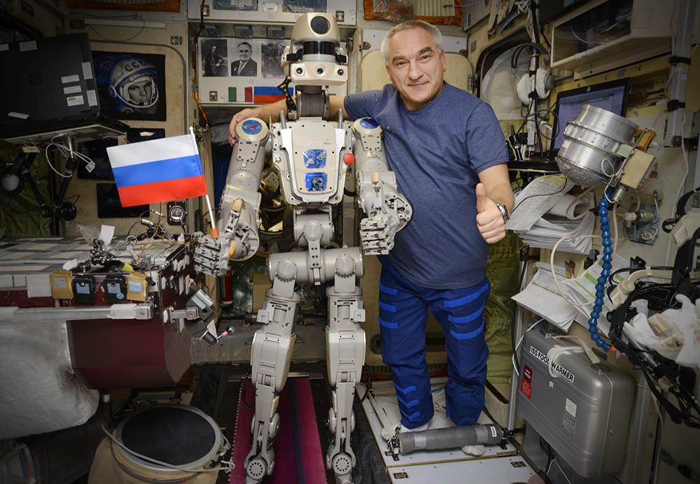 Робот Фёдор и Александр Скворцов