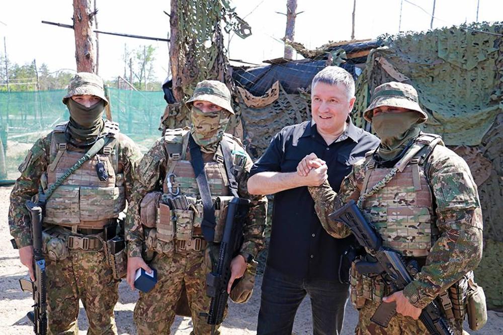 Арсен Аваков и украинские военные