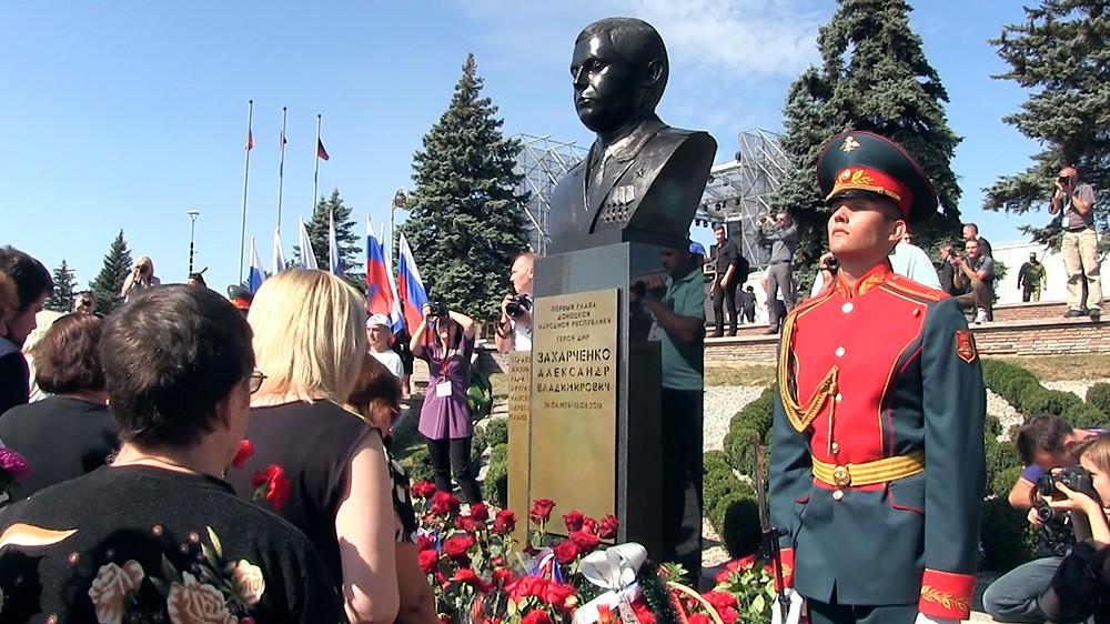 Открытие памятника Александру Захарченко в Донецке