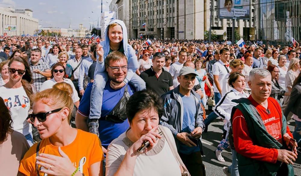 Люди на проспекте Сахарова