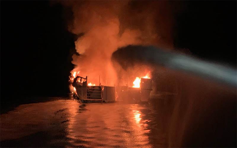 Пожар на борту корабля в Калифорнии